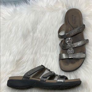 Taos Prize Metallic Grey Slide Sandals Size 9